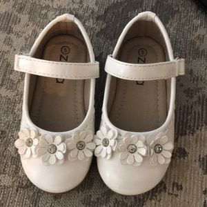 Other - Zula Size 5 toddler shoes.